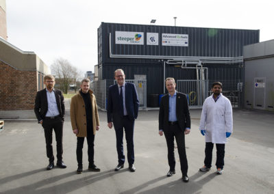 Outside the CBS1 facility. From left: Bo Jeppesen, AAU, special advisor to the Rector; Thomas Helmer Pedersen, associate professor and deputy head of the Advanced Biofuels research program (and of NGRF); Lars Christian Lilleholt, the Minister; Jacob Stoustrup, AAU, vice dean; Tahir Hussain Seehar, AAU, PhD student. Credits: AAU